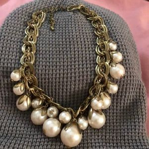 Jewelry - Bundle 2/$12 Costume pearl and gold necklace